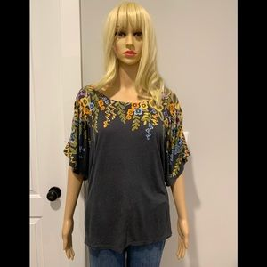 Anthropologie gray knit tee with floral print